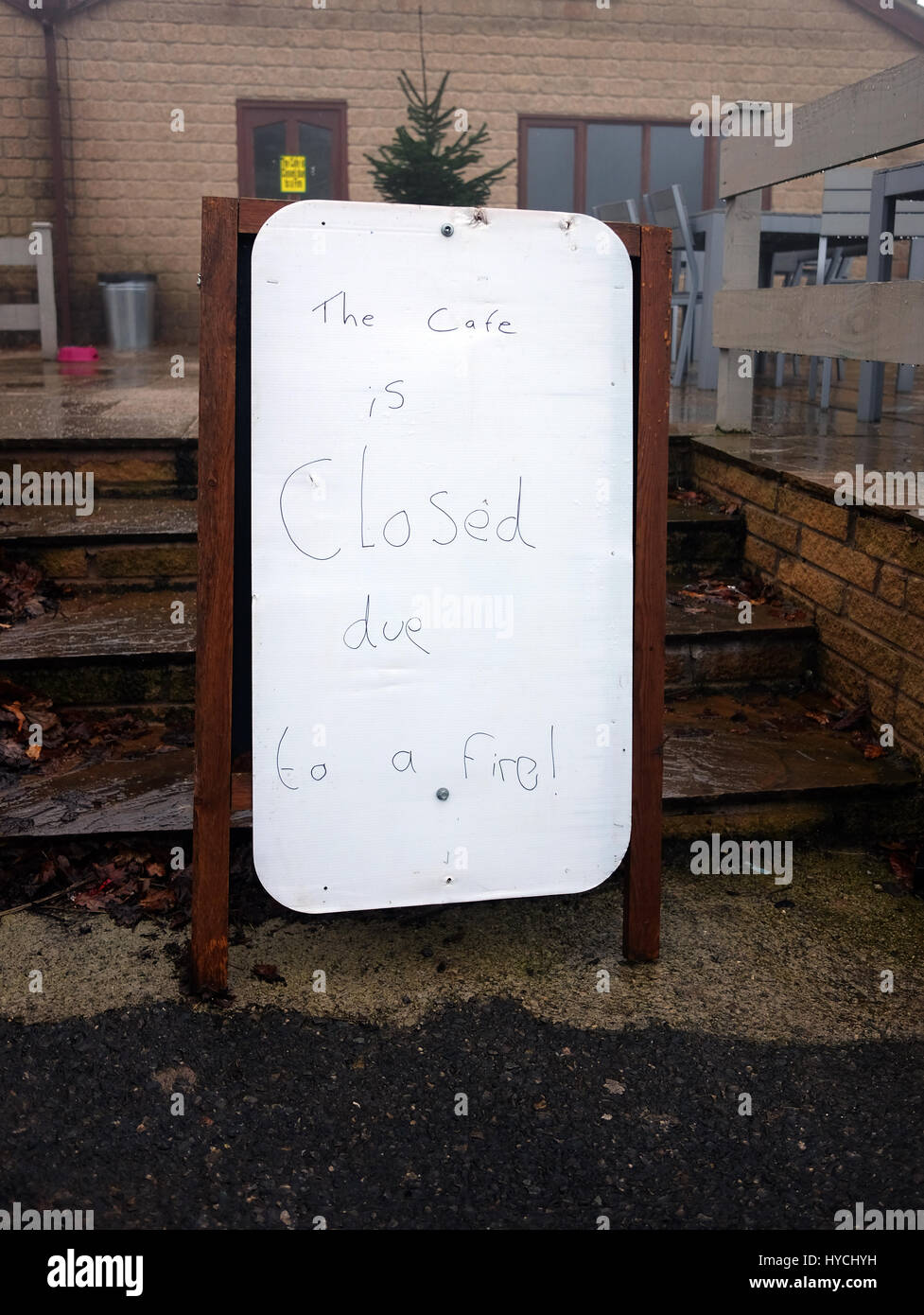 1oth December 2016 - Cafe closed due to fire hand written sign. - Stock Image