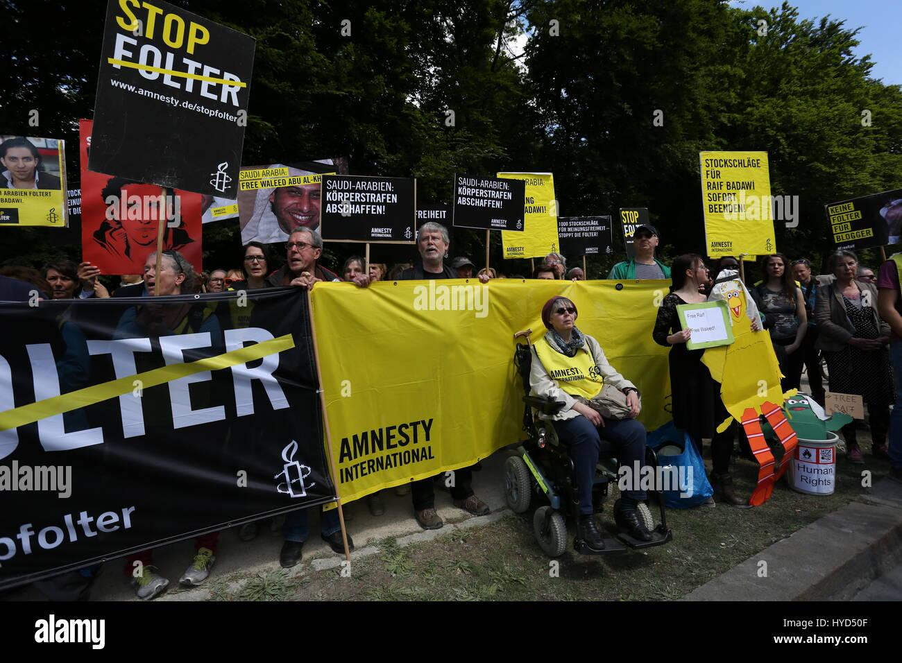 Berlin, Germany, May 22nd, 2015: Amnesty International and Ensaf Haidar protest to free Raif Badawi at Saudi-Arabian - Stock Image