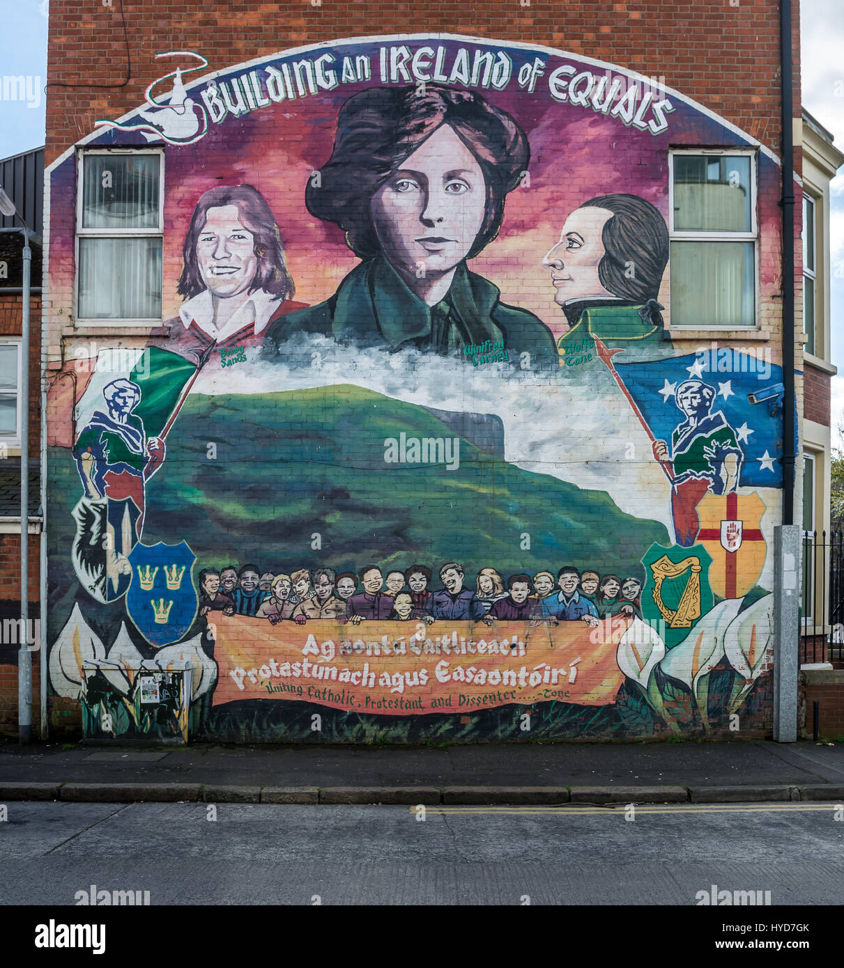 Building an Ireland of Equals mural in North Belfast - Stock Image