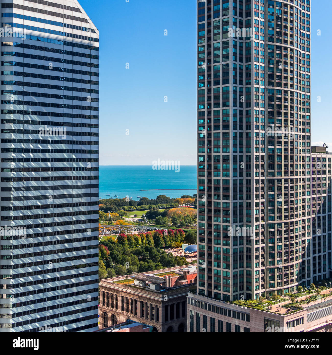 View from the 27th Floor lounge deck at the Witt Hotel, Chicago.  Look carefully and you can see Cloud Gate with - Stock Image