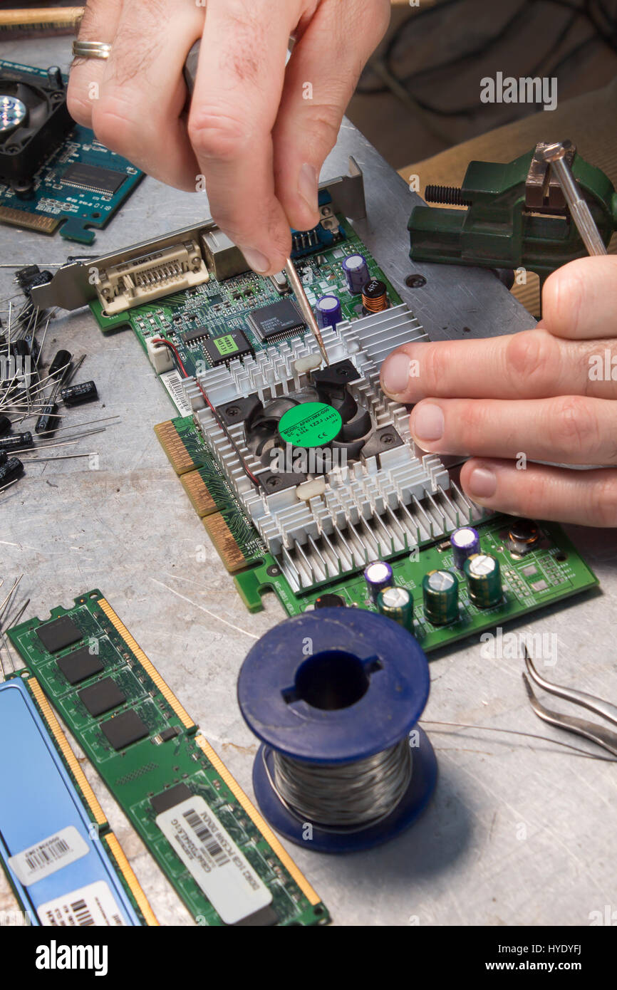 Repair the graphics card  Unscrewing the cooling fan