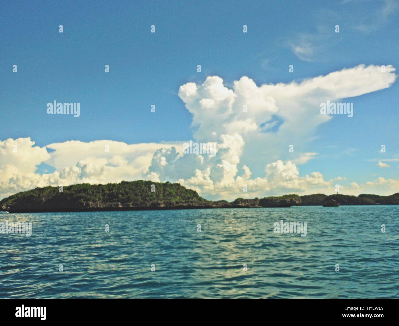 tiny islands in the sea with an unusual cloud formation in the skies in Alaminos, Pangasinan. Philippinbes - Stock Image