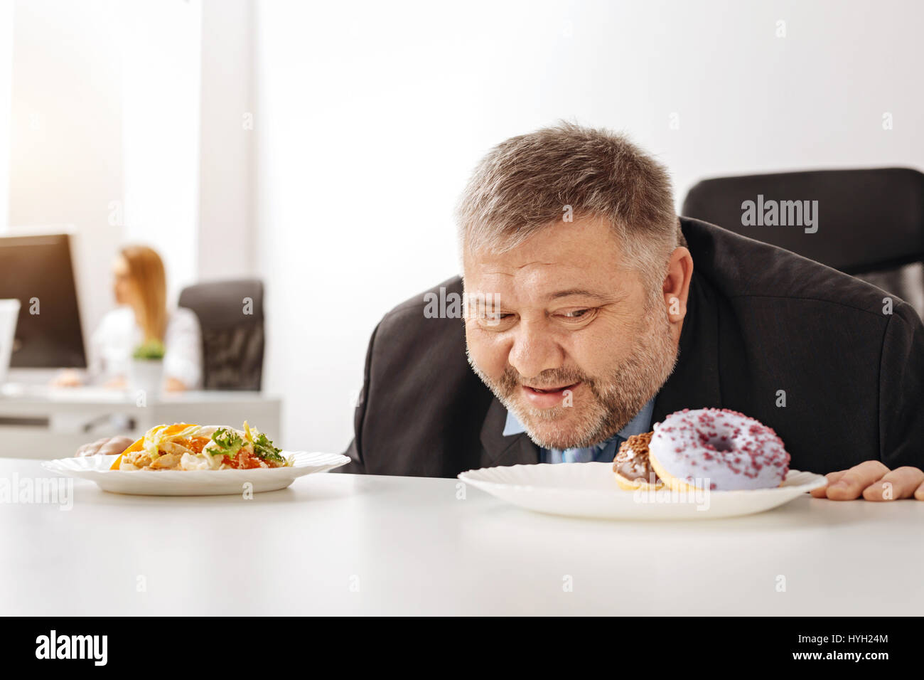 Will less excessive guy cannot resist junk food - Stock Image