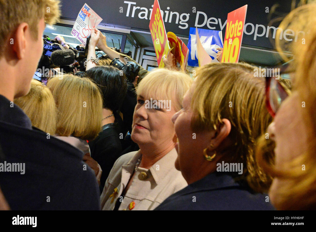 Scottish Labour leader Johann Lamont (C) in the midst of a crowd of shoppers, supporters, and media surrounding - Stock Image