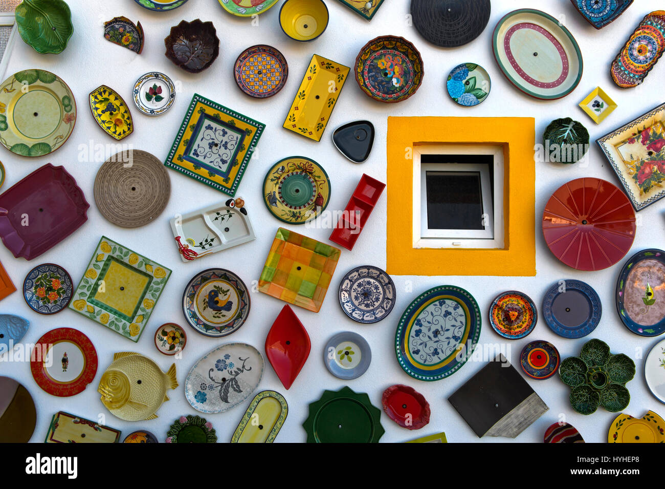 Hand-painted traditional Portuguese pottery at the wall of the pottery shop Artesanato A Mo, Sagres, Algarve, Portugal - Stock Image