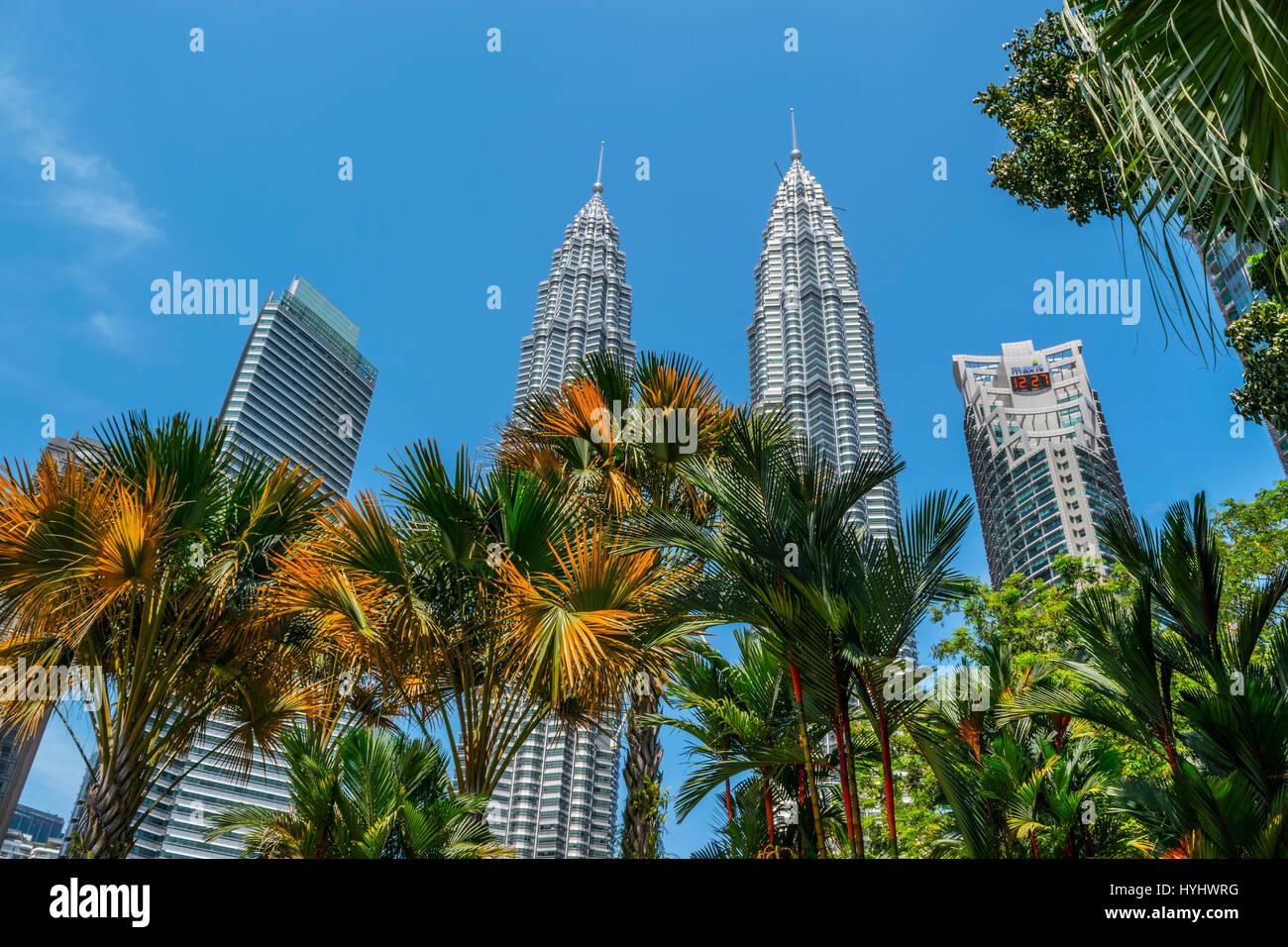 Petronas Twin Towers and Skyline from Kuala Lumpur City Centre Park, Malaysia - Stock Image