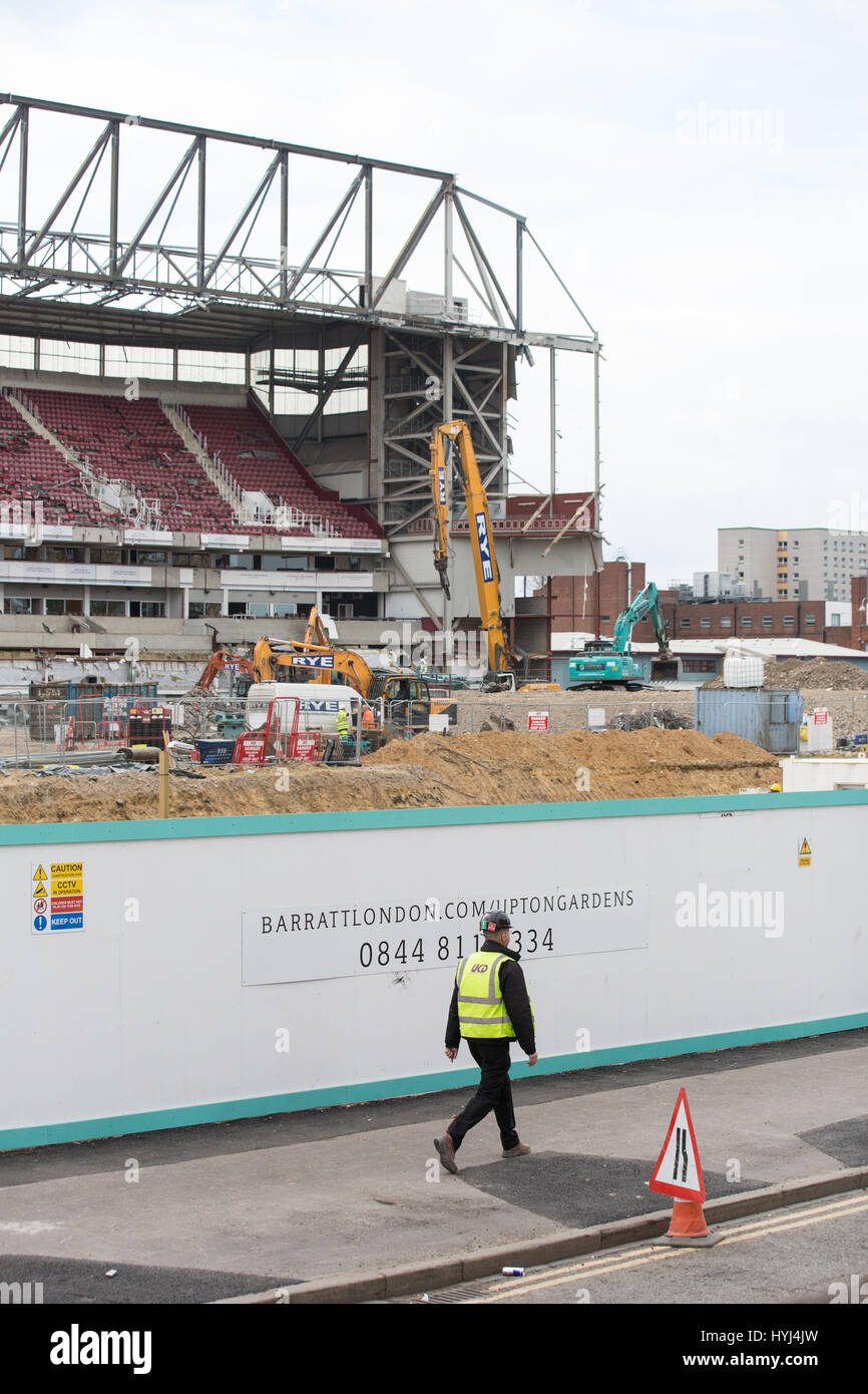 London, UK. 4th April, 2017. Demolition of the West Stand, the only remaining stand, continues at the Boleyn Ground, - Stock Image