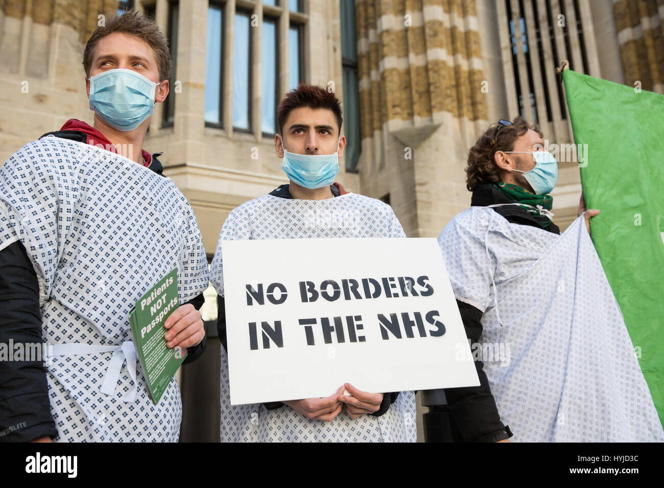 London, UK. 5th April, 2017. Activists from Docs Not Cops protest outside the Department of Health against the Government's Stock Photo