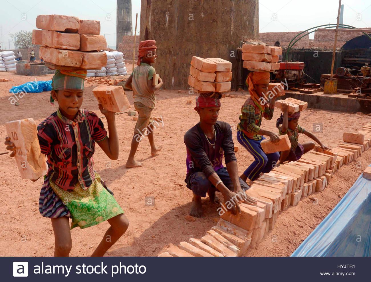 Bangladeshi Child workers are engage hazard risky work at break field Keraniganj - Stock Image