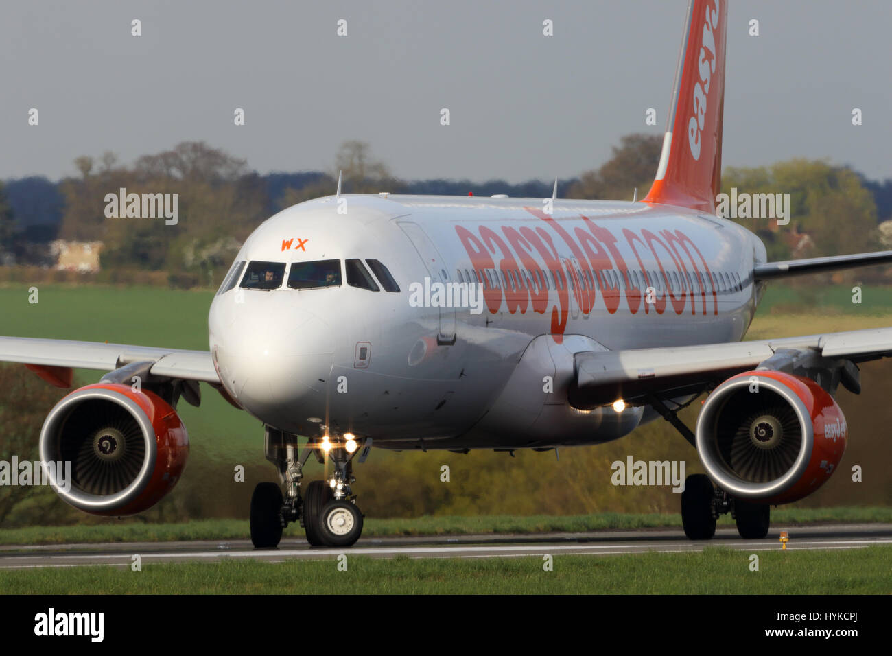 G-EZWX easyJet Airbus A320-200 cn-6192 turning onto the runway at Luton ready for departure - Stock Image