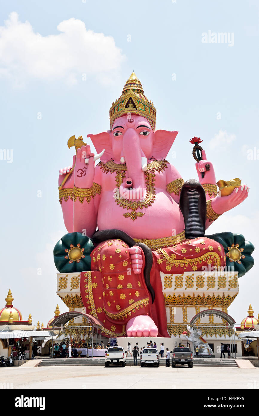 c092cad8e49be6 The enormous pink elephant structure (representing Ganesh) in Wat Phrong  Akat in Bang Nam