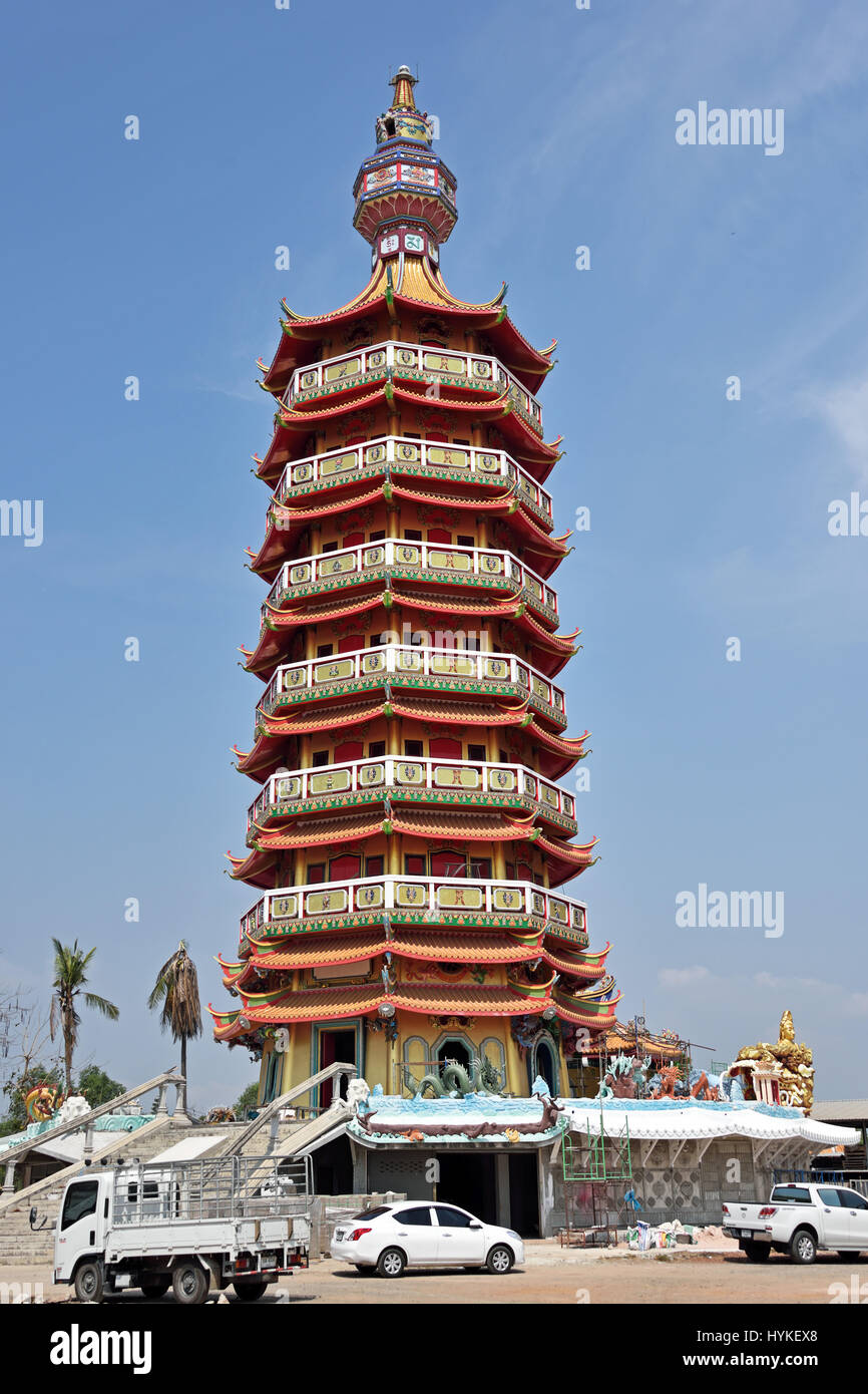 The recently renovated pagoda of Wat Leng Hok Yee (or Wat Chin Pracha Sanorsorn) in Chachoengsao City to the north - Stock Image