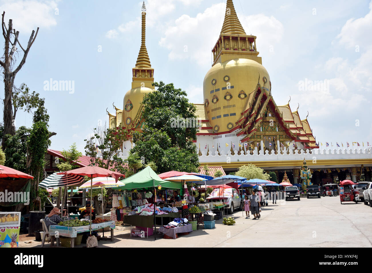 A small market in front of the beautiful golden ubolsot of Wat Phrong Akat in Bang Nam Phriao District in Central - Stock Image