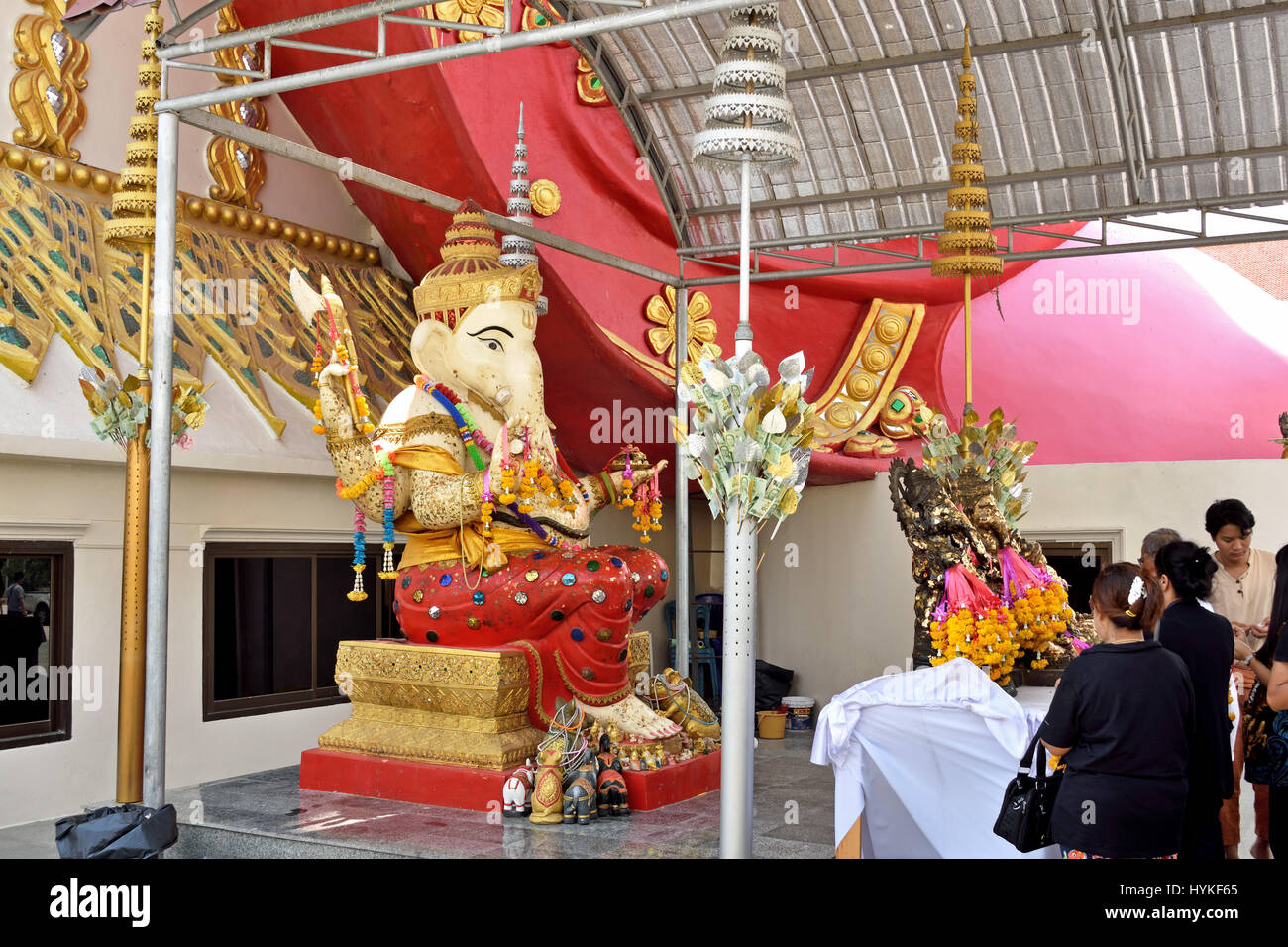 Worshippers at a shrine to Ganesh in Wat Phrong Akat in Bang Nam Priao District in Central Thailand - Stock Image
