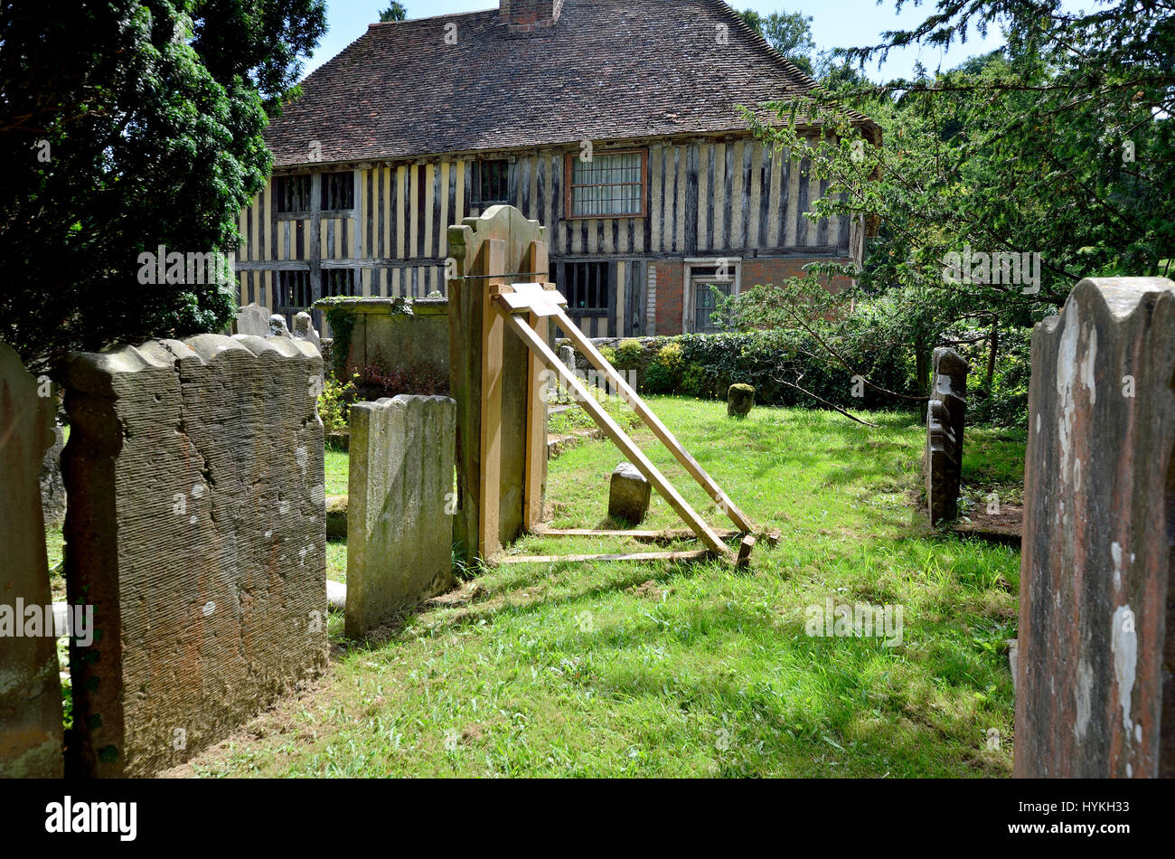 Loose Village, Maidstone, Kent, UK. Unsafe gravestone propped up with a wooden support in All Saints churchyard - Stock Image