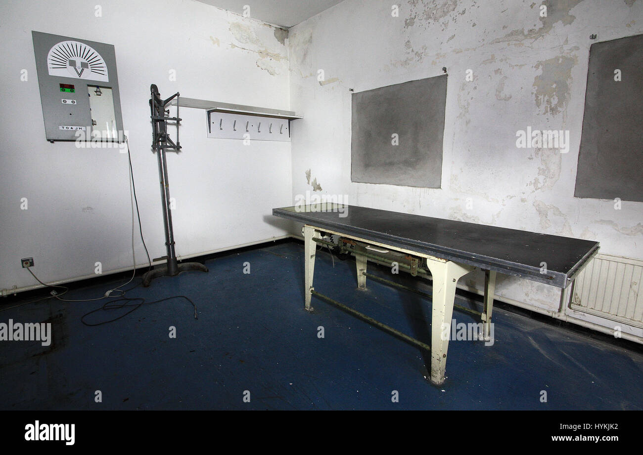 Medical examination room. SHOCKING photos show the abandoned remains of Britain's most notorious prisons where convicted - Stock Image