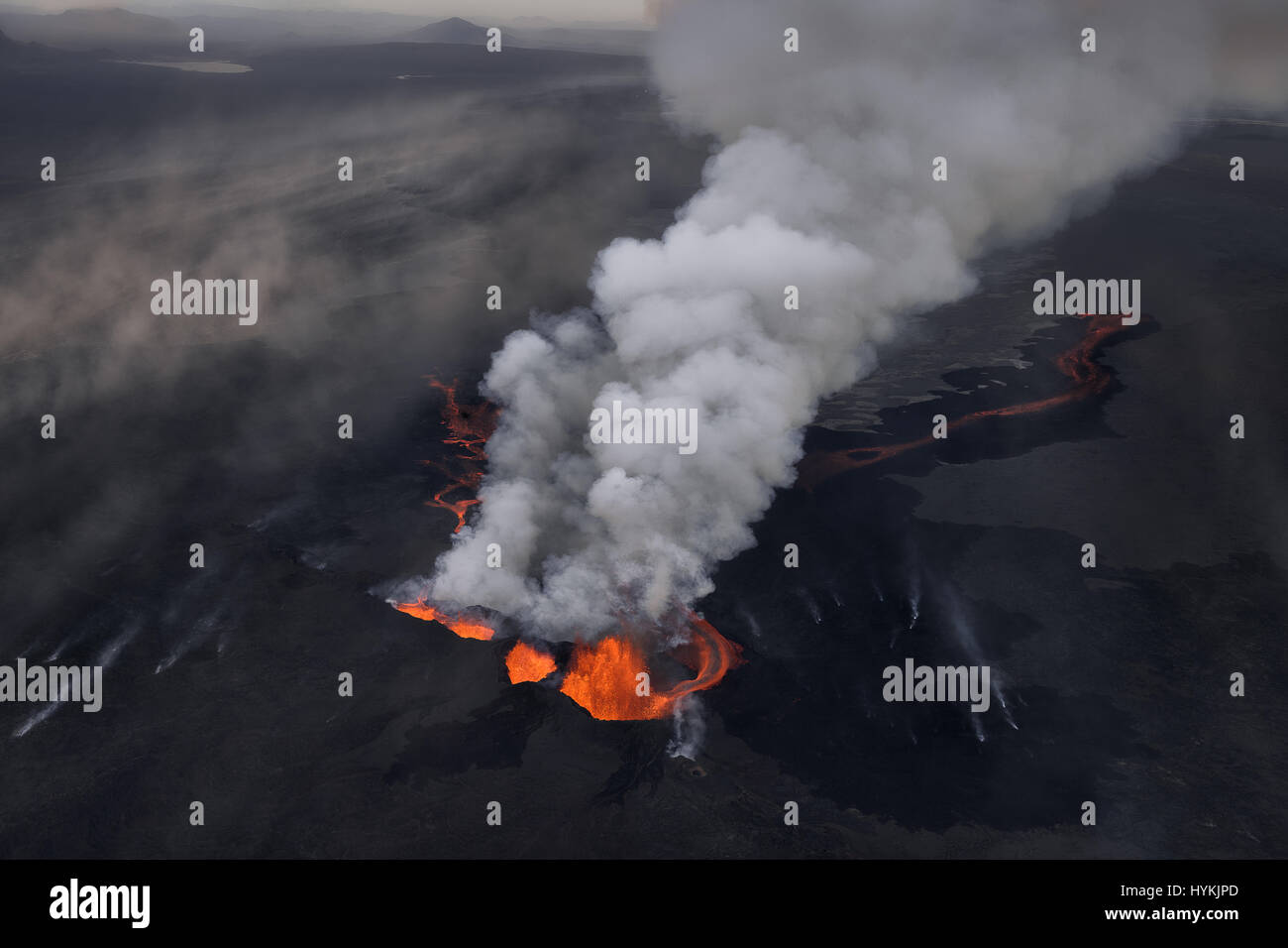 BARDARBUNGA VOLCANO, ICELAND: HANGING from a helicopter at speeds of 150-miles-per-hour over an erupting volcano - Stock Image