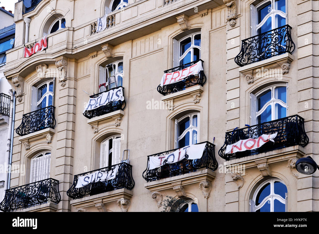 Protest streamers of tenants against a cell-phone antenna on the roof of a parisian building, Paris, France - Stock Image