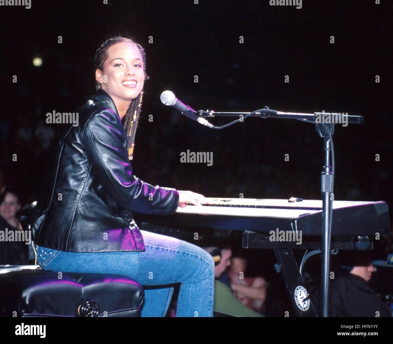 Alicia Keys 2001 Stock Photos & Alicia Keys 2001 Stock ...