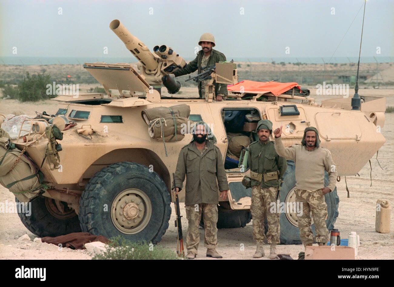Saudi Arabian National Guard soldiers stand guard along a road after the Battle of Khafji February 2, 1991 in Khafji - Stock Image