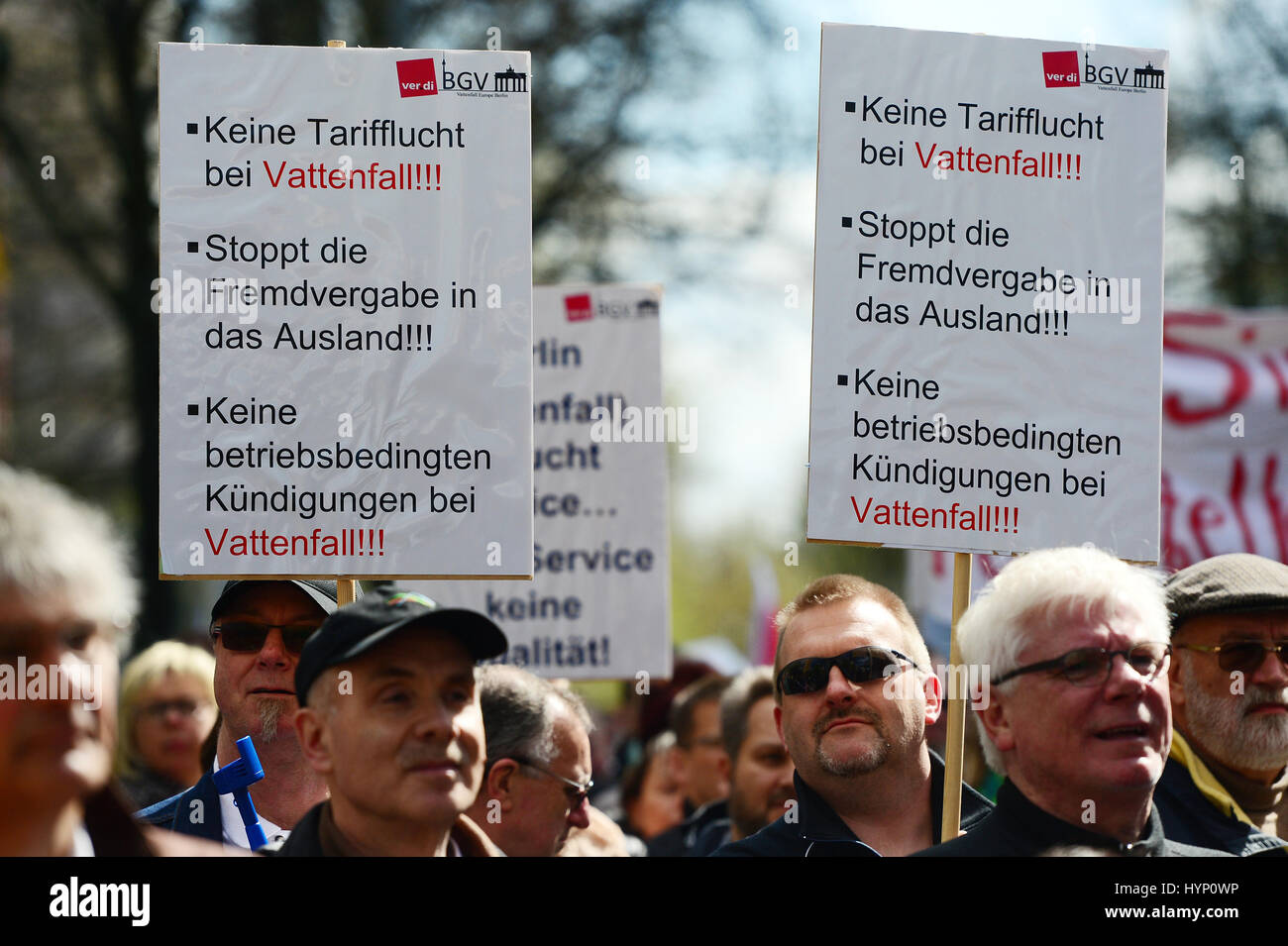 Berlin, Germany. 6th April, 2017.  Workers employed by the Swedish energy company Vattenfall and members of the - Stock Image