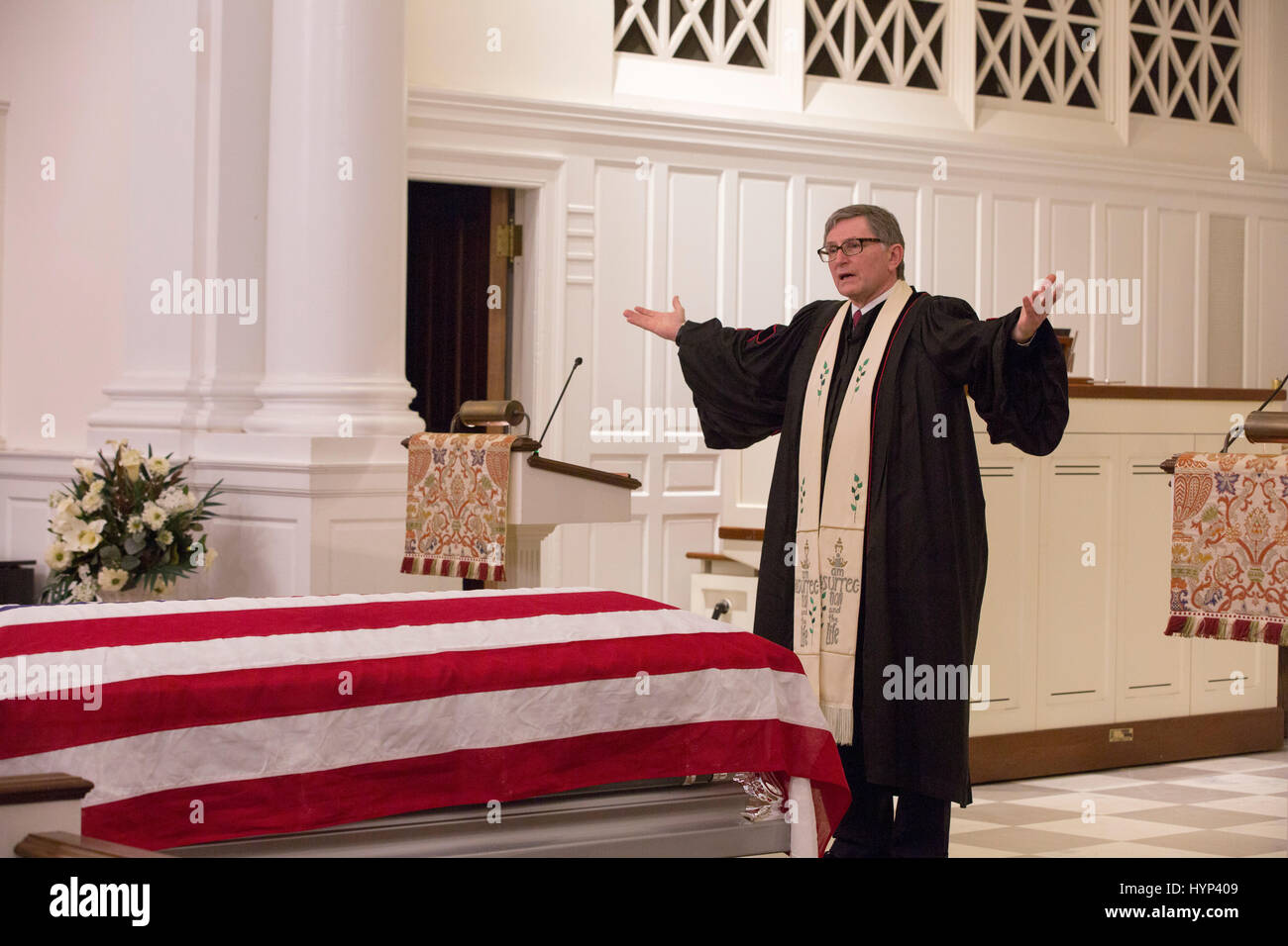 Arlington, Virginia, USA. 6th Apr, 2017. Rev. Dr. David A. Renwick delivers the bendiction during the funeral service - Stock Image