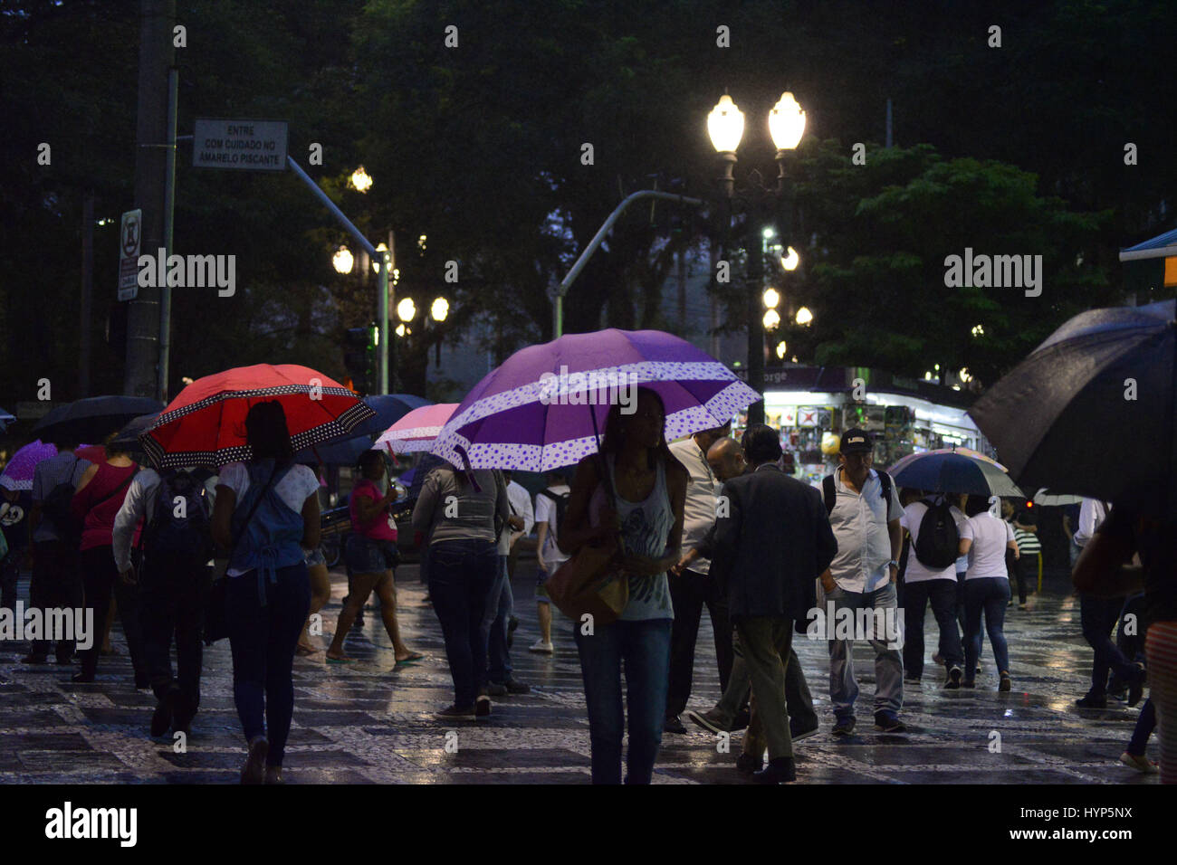April 6, 2017 - SâO Paulo, São paulo, Brazil - BRAZIL, SP - APRIL 06: People walk through a cold and wet night Stock Photo