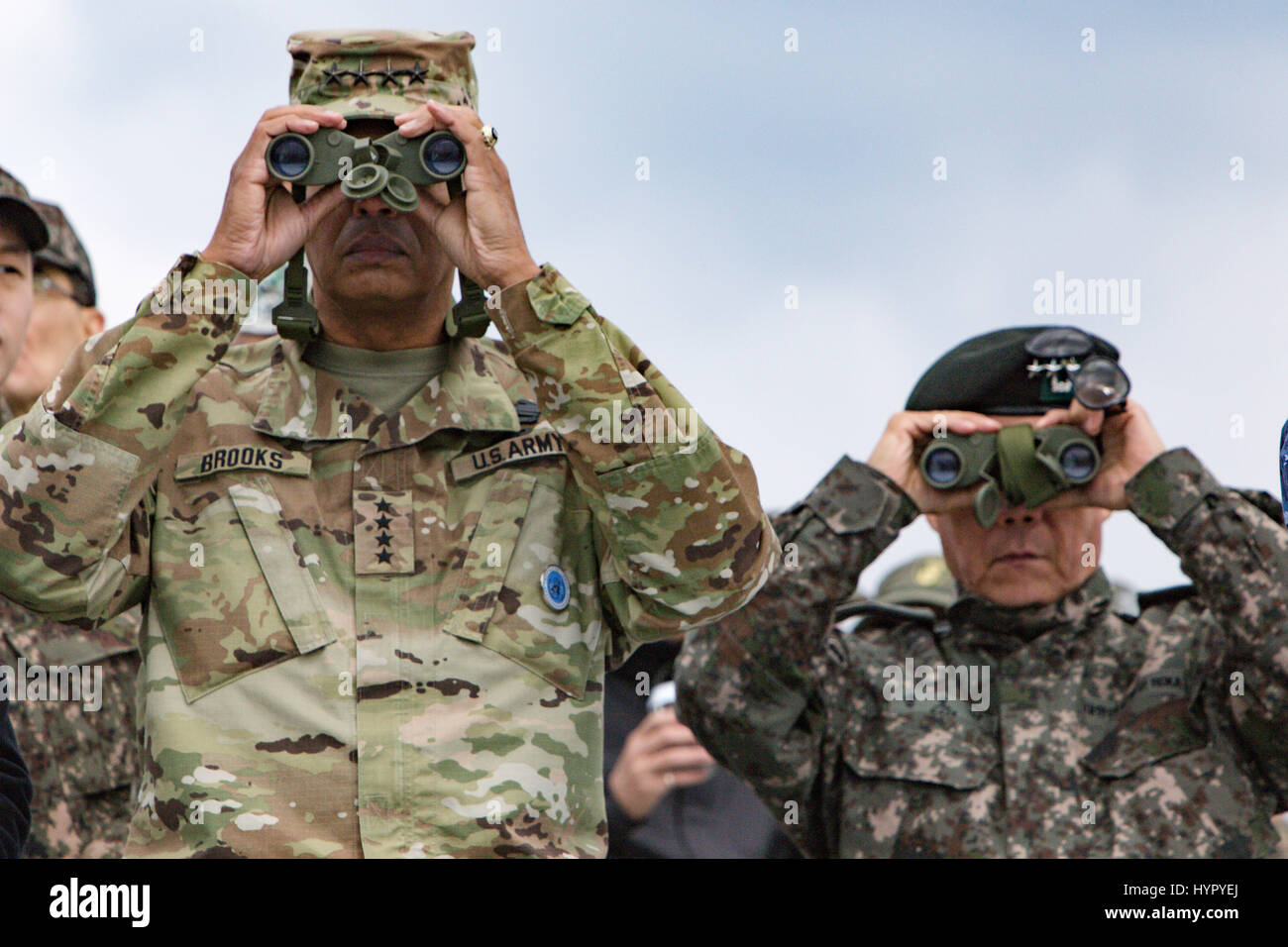 U.S. Army Gen. Vincent Brooks, U.S. and U.N. Forces Korea commander, left, and South Korean Gen. Leem Ho Young, - Stock Image