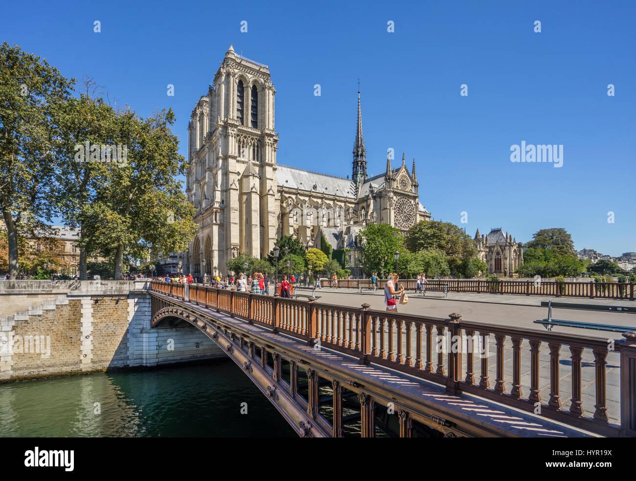 France, Paris, Seine, Ile de la Cité, view of Notre Dame Cathedral from Pont au Double - Stock Image