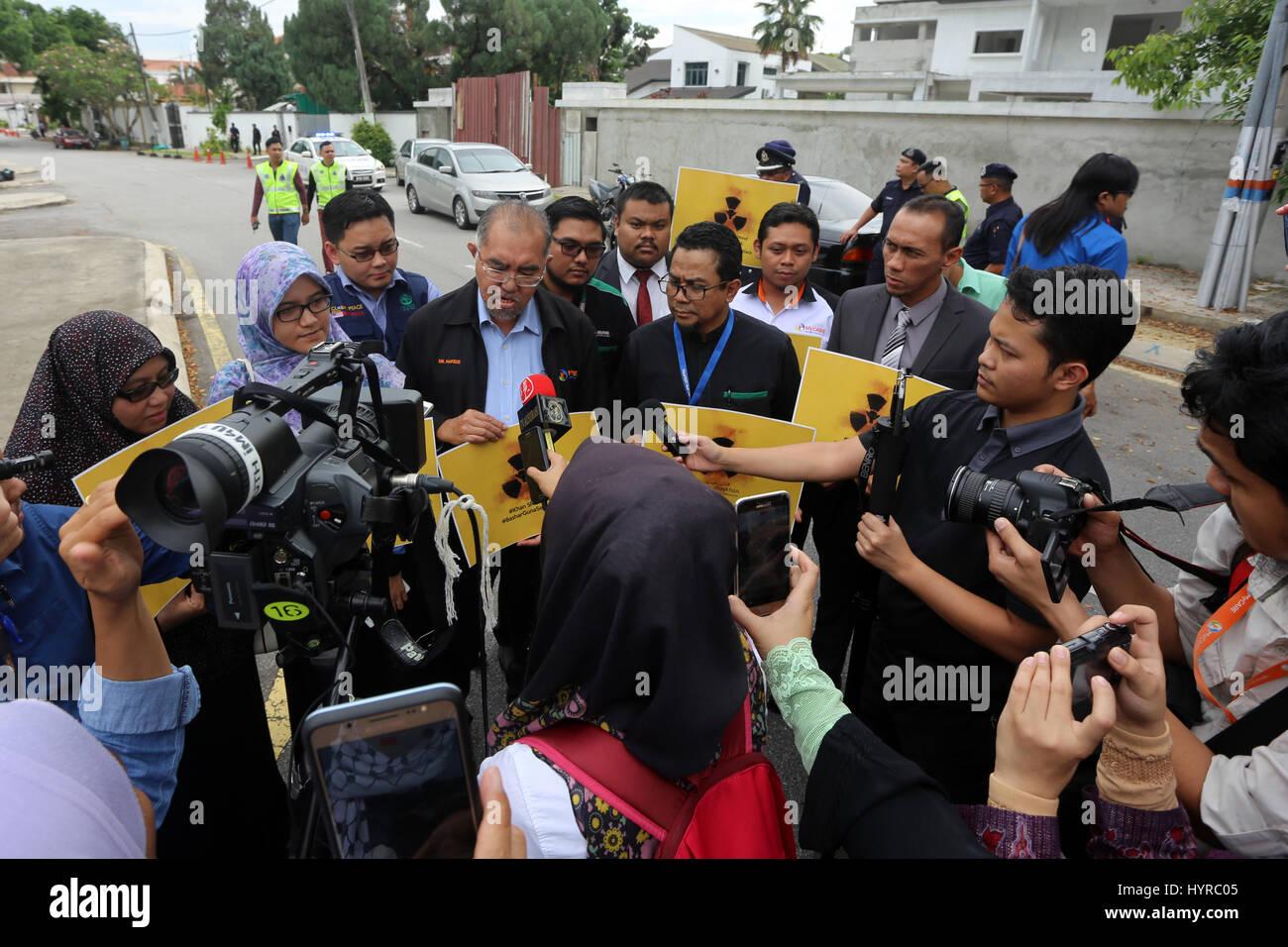 Ampang, Malaysia. 06th Apr, 2017. Representatives from the Malaysian Humanitarian NGOs give statement to the press - Stock Image