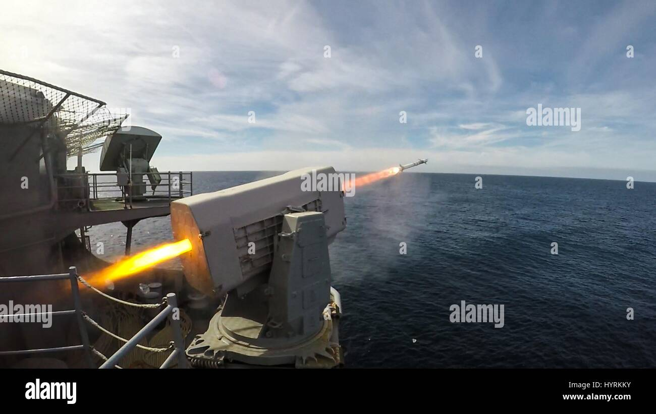 The crew of the USN Wasp-class amphibious assault ship USS Bataan conduct a life-fire exercise with a RIM 116 Rolling - Stock Image