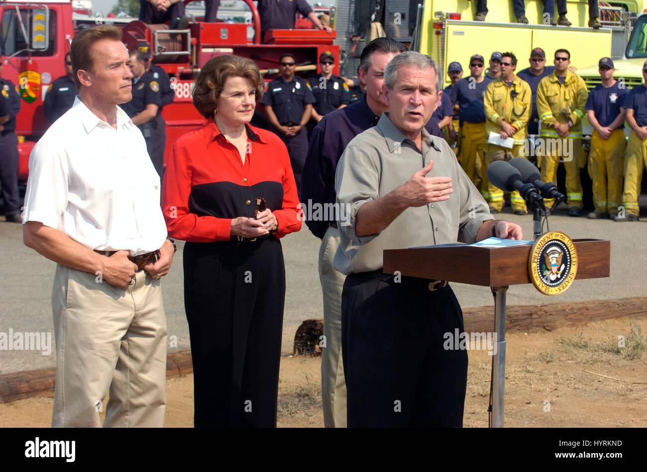 California Governor Arnold Schwarzenegger and California Senator Dianne Feinstein look on as U.S. President George - Stock Image