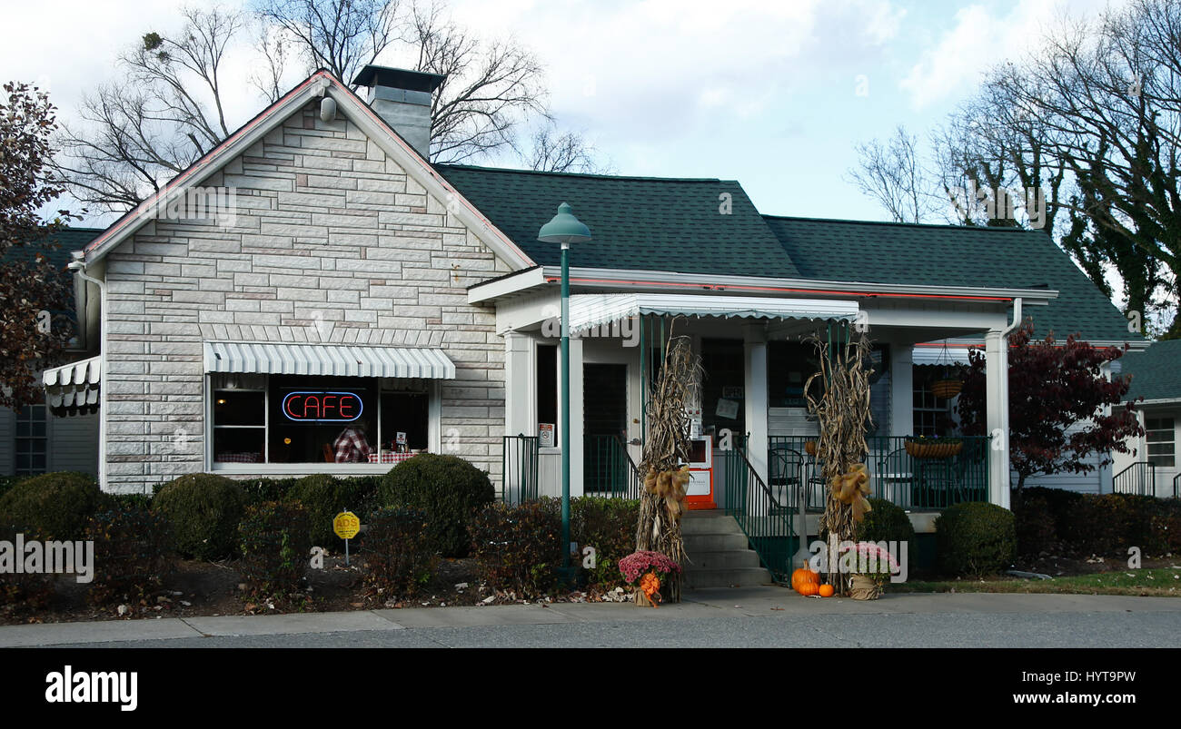 NASHVILLE, TN-NOV 6: The Loveless Motel and Cafe is located in southwest Nashville, Tennessee on Highway 100. It - Stock Image