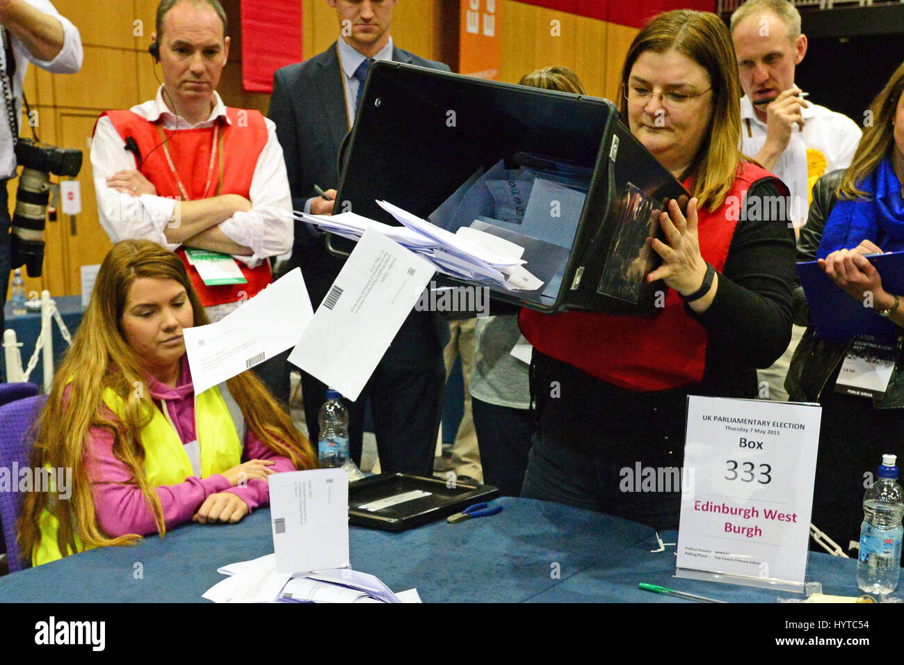 The first ballot box is emptied  at the Edinburgh general election count - Stock Image