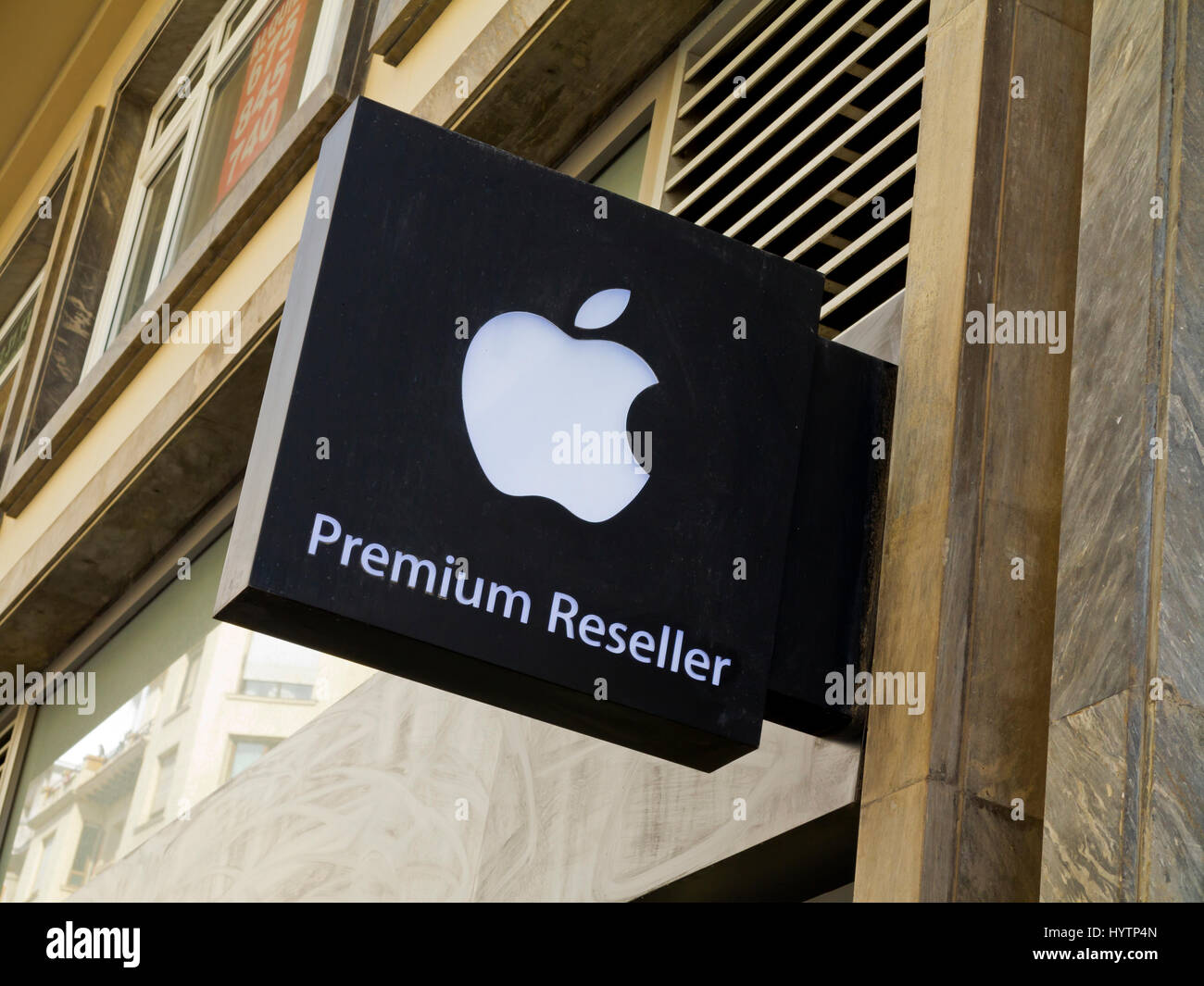 Logo Apple Brand Stock Photos & Logo Apple Brand Stock Images - Alamy