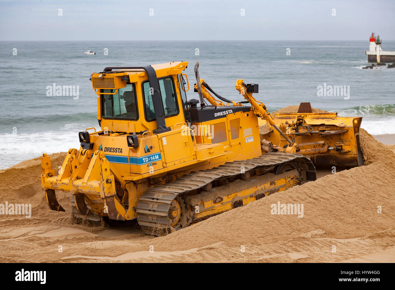 Hydraulic transfer system of sand, at Capbreton (Landes - France). With aid of a bypass, 100,000 cubic metres of - Stock Image