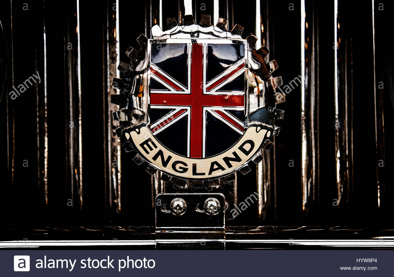 Vintage British car club badge fixed on front of a car - Stock Image