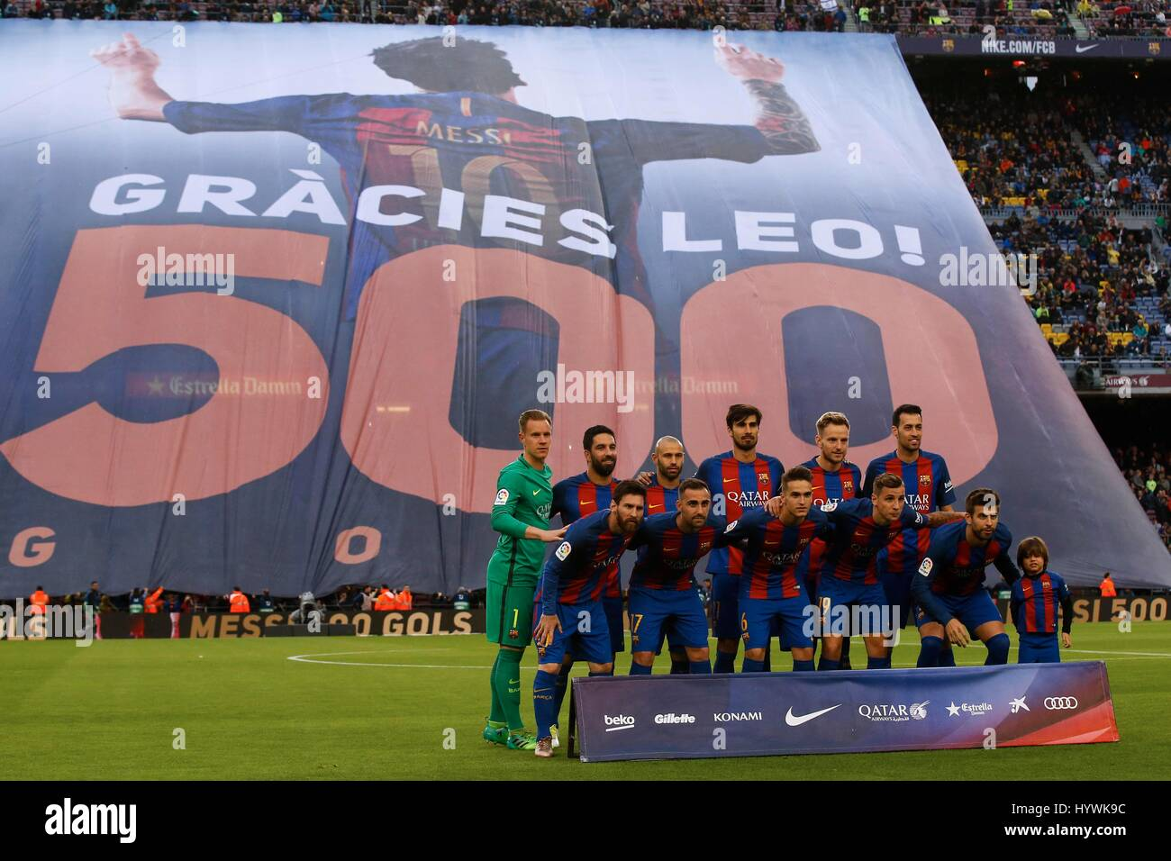 Barcelona, Spain. 26th Apr, 2017. Barcelona's players pose for pictures before the Spanish first division soccer - Stock Image