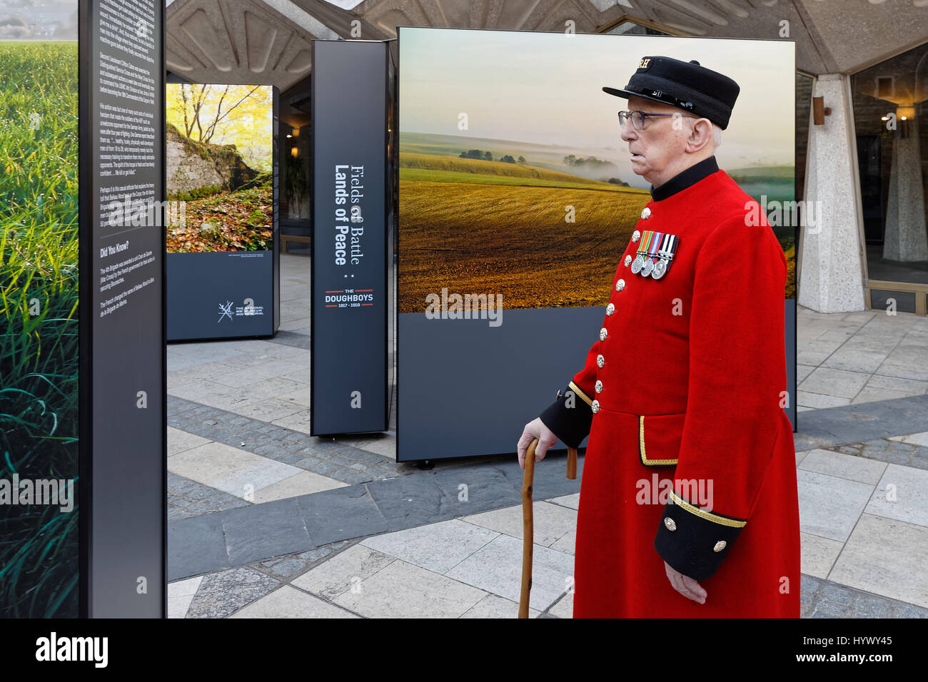 Fields of Battle, Lands of Peace Centenary Launch marking US entry to WW1.. Royal Hospital Chelsea pensioners view Stock Photo