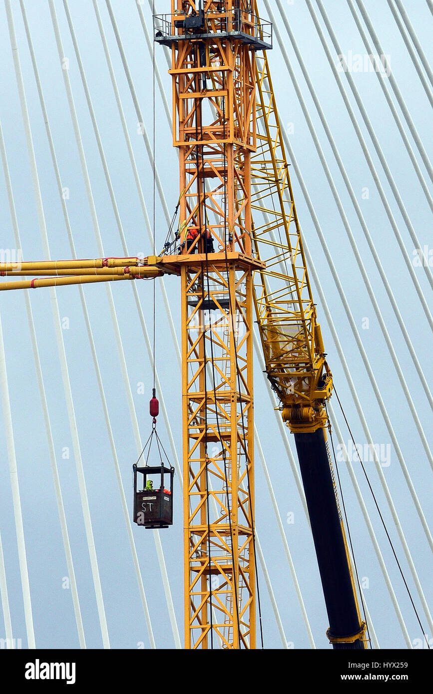 Edinburgh, Scotland, United Kingdom. 7th April, 2017. Intermittent progress continues on dismantling the construction - Stock Image