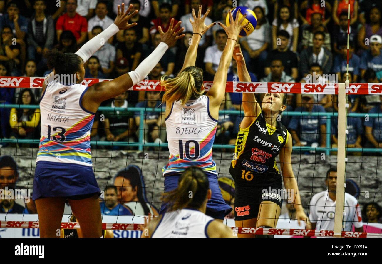 Osasco, Brazil. 07th Apr, 2017. Match between VÃ'lei Nestlà © x dentil/Beach Club válido - Stock Image