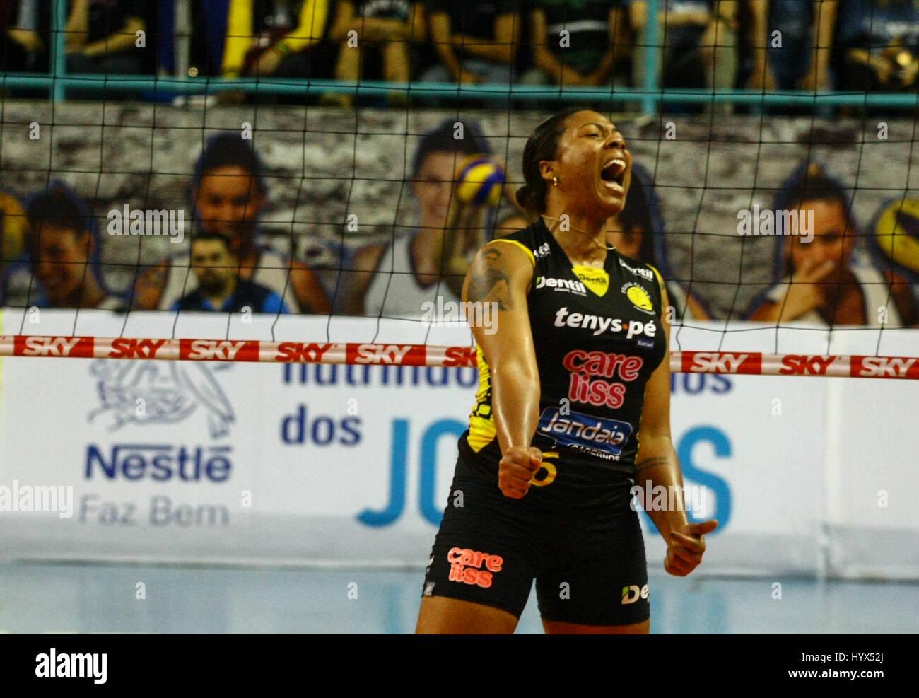 Osasco, Brazil. 07th Apr, 2017. Pictured Celebration £ the player of the dentil, Ramirez. Match between VÃ'Nestlà - Stock Image