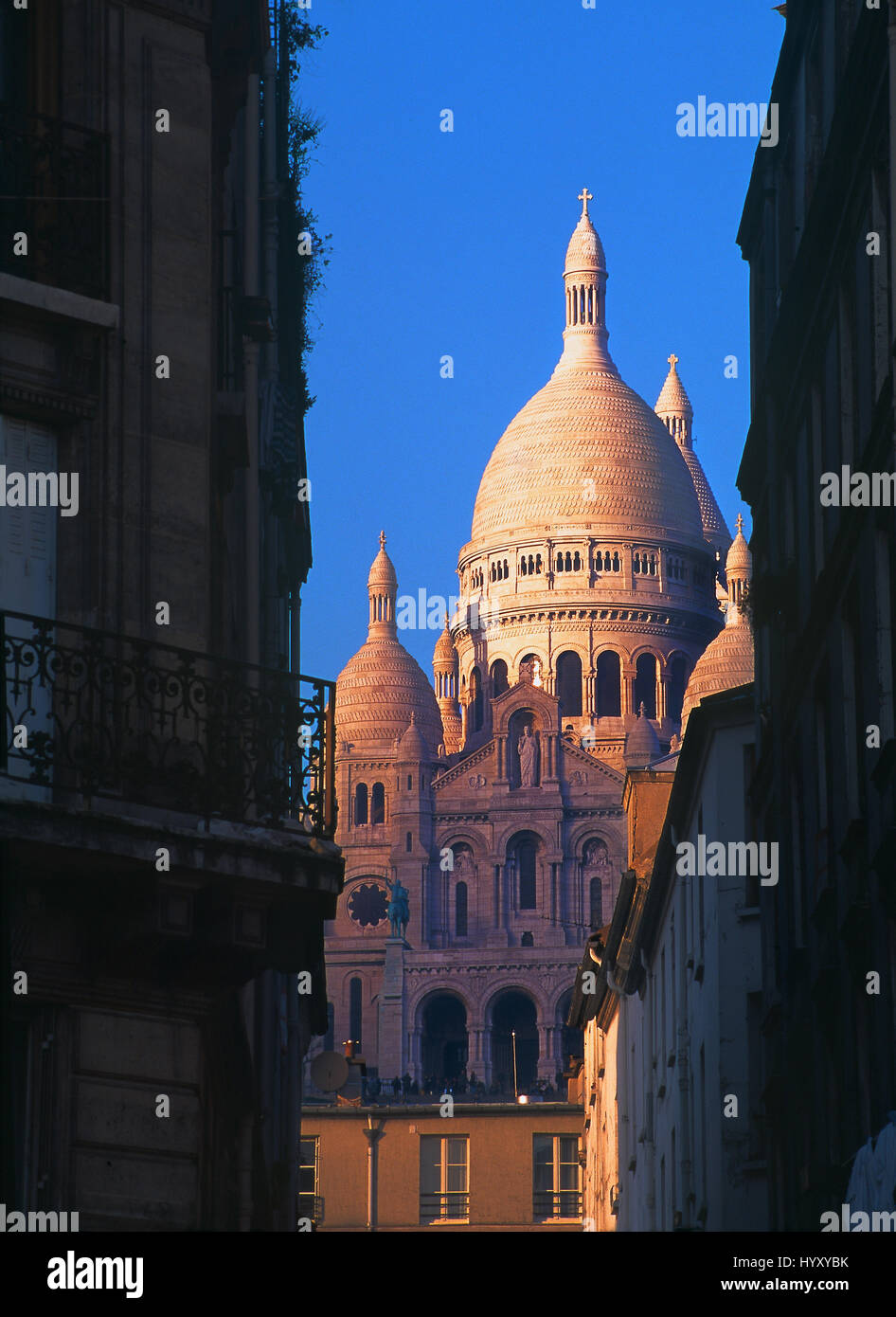 The Basilique du Sacré-Cœur ('Basilica of the Sacred Heart') view at sunset from a typical parisian - Stock Image