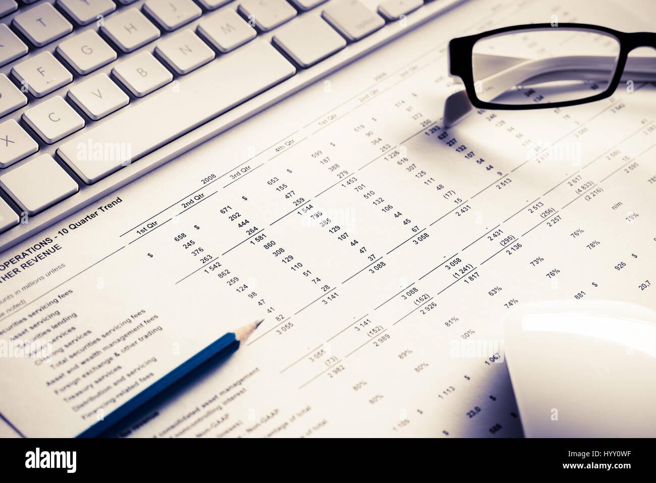 Preparing average sales report - Stock Image