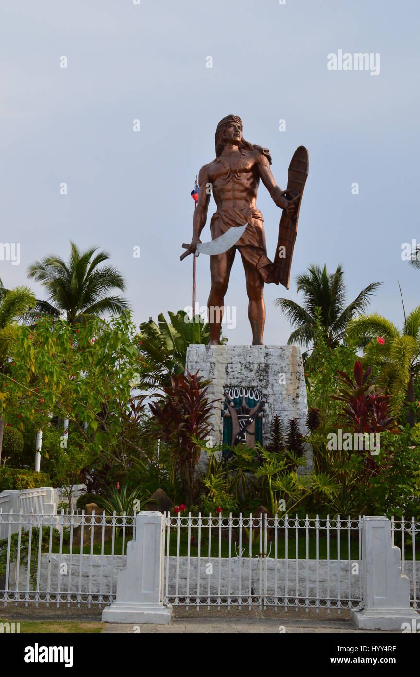 Monument of Lapu Lapu, the pre-colonial chief of Mactan at the Mactan shrine in the island of Mactan, Lapu-Lapu - Stock Image