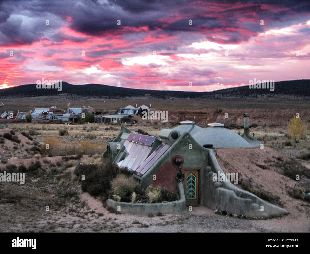 809397d4e28 The Hut. NEW MEXICO, USA: THESE ECO houses built to survive natural ...