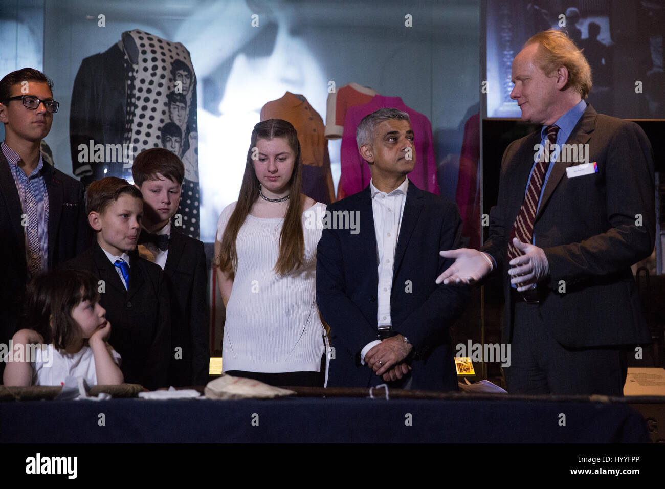 London, UK. 4th April, 2017. Mayor Sadiq Khan joins children at a Great Smog workshop by Alex Werner, Museum of - Stock Image