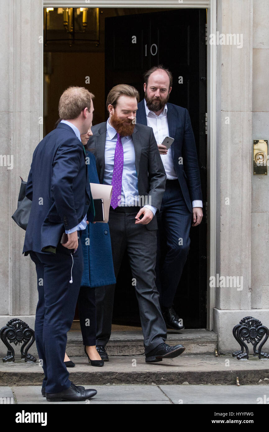 London, UK. 4th April, 2017. Nick Timothy (r), Joint Downing Street Chief Of Staff, leaves 10 Downing Street following - Stock Image