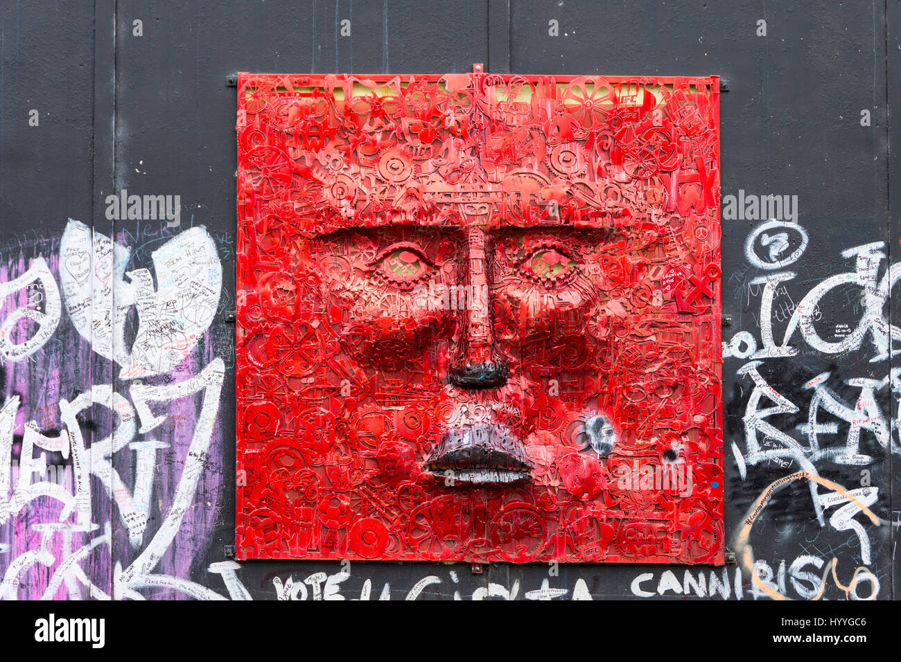 'The Face', a sculpture by Kevin Killen, on the Peace Wall, Cupar Way, Belfast, County Antrim, Northern - Stock Image