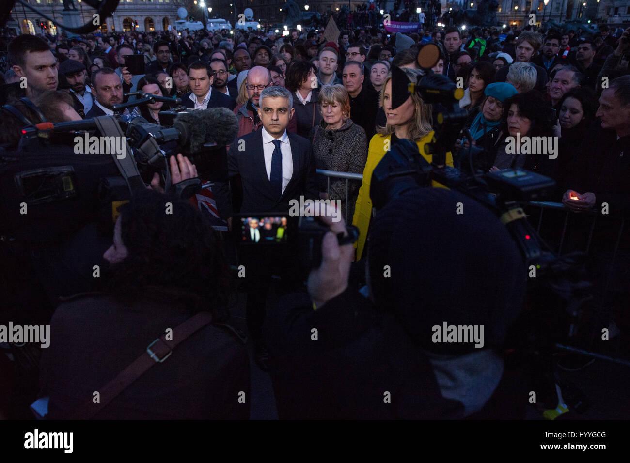 London, UK. 23rd March, 2017. Sadiq Khan, Mayor of London, is interviewed following a vigil in Trafalgar Square - Stock Image